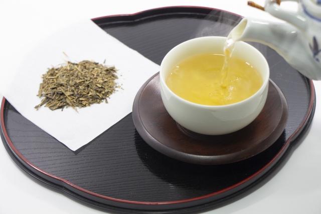番茶の茶葉とお茶