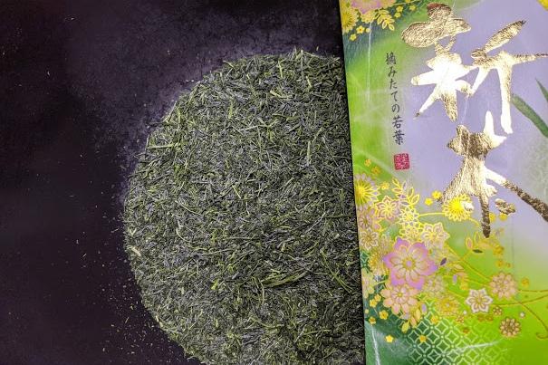 2021年4月2日上場の実際の新茶 産地:南九州市頴娃町(知覧茶) 手触りが柔らかな新茶でした