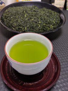 カテキン類を多く含む緑茶と茶葉